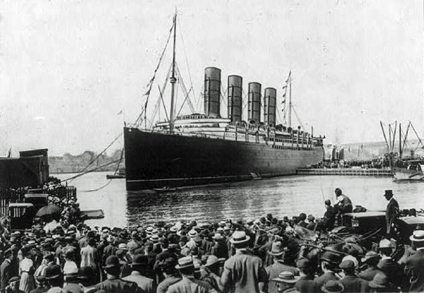 Lusitania-at-New-York-w