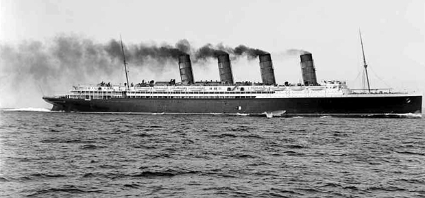 Lusitania-steams-w